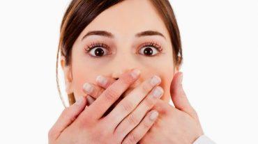 منشا بوی بد دهان و راه های درمان